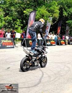 bike stunt (8)